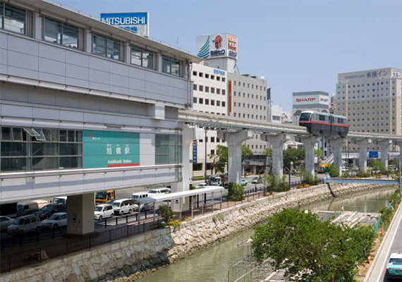 It is a convenient location and it takes 4 minutes on foot to reach monorail's Asahibashi station.