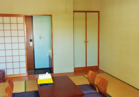 Japanese-style room (Capacity: 2 to 3 people/shared bathroom)