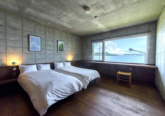Bedroom (ocean view)