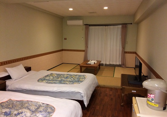 Japanese-style room 3F. Capacity 5 people. 9 rooms