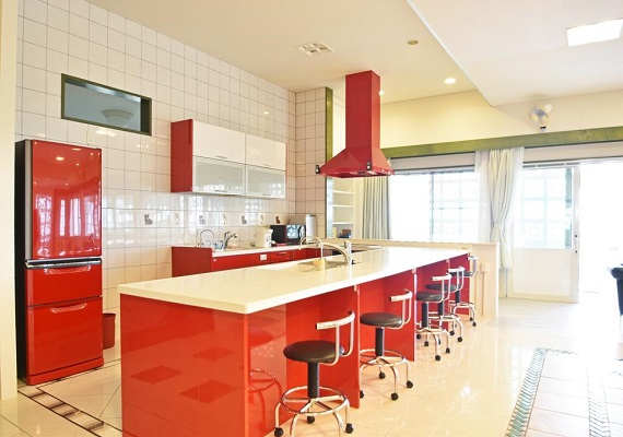 【Kitchen with a counter for eating】