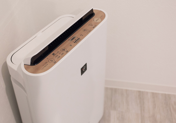 We prepare handy air cleaner with humidifying function in each room.