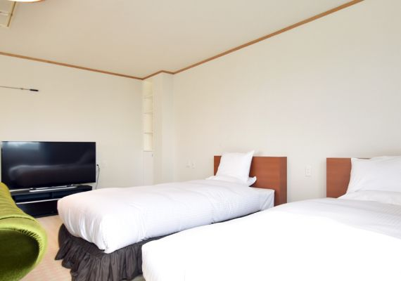 [guest room] Semi-double bed two, there are single bed and rental of futon besides