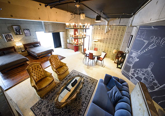 [ROCK SIDE] This room is a renovated former beauty parlor. Size: 91 ㎡