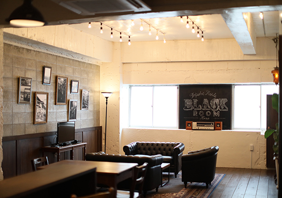 [Black room] We varied from former Bar to studio and were reborn now as black room. Area: 71㎡