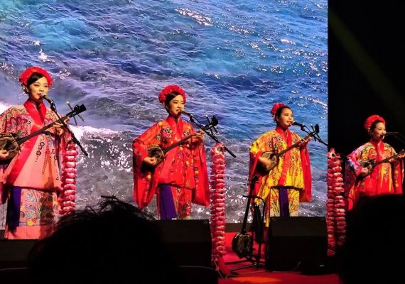 "You can enjoy Okinawan music and cuisine in the live house ""Kalahaai"" under direct management"