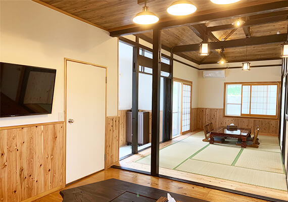 Dining space and living room (tatami living room) welcome donuts ♪