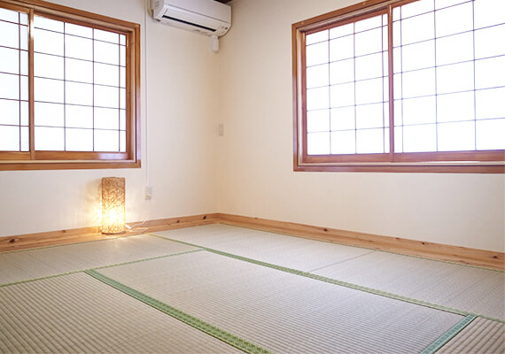 An independent Japanese-style room where you can be healed by the scent of rush.