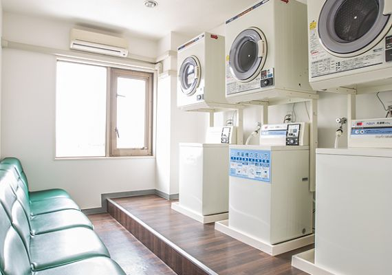 We install three coin laundries in the tenth floor.