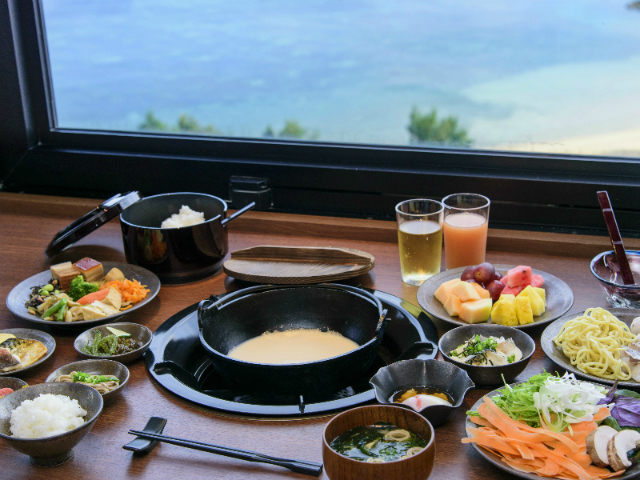 【Ryukyu BBQ Blue】on the top floor. You can fully enjoy breakfast, Japanese-style buffet and daily special hot pot dish.