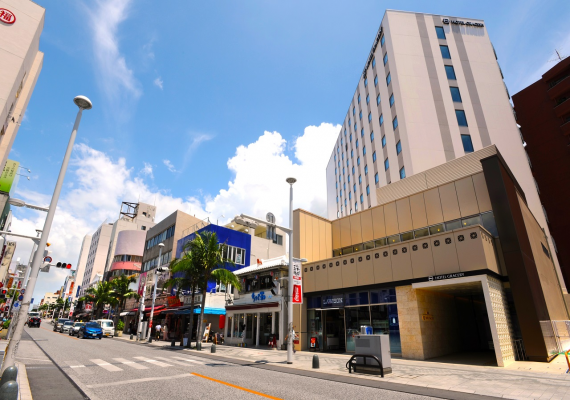 Facing the largest in prefecture business distinct on Kokusai Street, our hotel is located in perfect place for sightseeing.