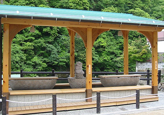 "<CENTER>Stay in Yubara Hot Spring with<CENTER>famous ""Sunayu"" (""Sand bath"") of ""Nishi no Yokozuna""<CENTER>Included in the list of open-air bathes!<CENTER>"