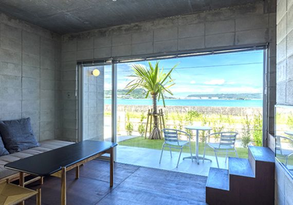 You can enjoy ocean view from living room in all rooms.