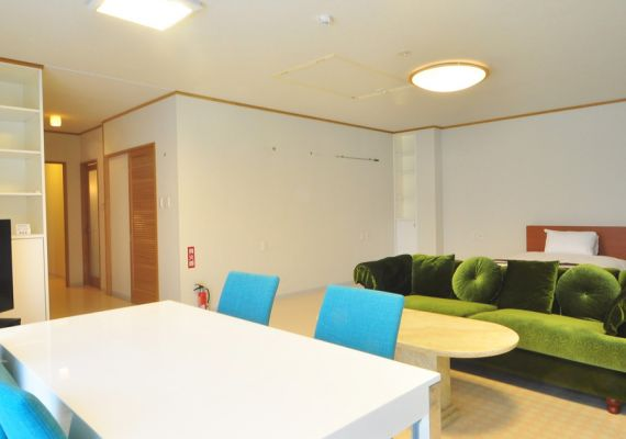 [annex 2F room] It is extensive space that is available in dining & living up to eight people