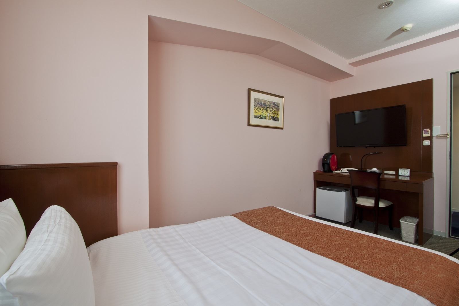 Semi-double room (all rooms non-smoking), 130 cm width bed