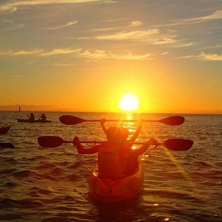 Sunset Kayaking Tour【Limit to the period 2/9~4/15、5/18~6/30、9/1~11/30・4 pax~9 pax group promotion】