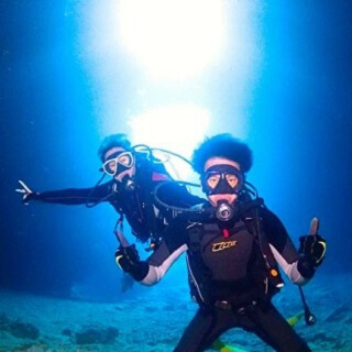 Learn witlh a instructor!! Very Popular!! Blue Cave Diving Experience by Boat!!