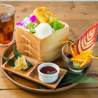 【Café with Beautiful Scenery】A Must-Try item : The Restaurant Signature French Toast!
