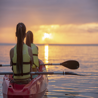 It is OK to participate from 3 years old! The superb view you want to see at least once♪ Kayak tour at sunset on Miyakojima