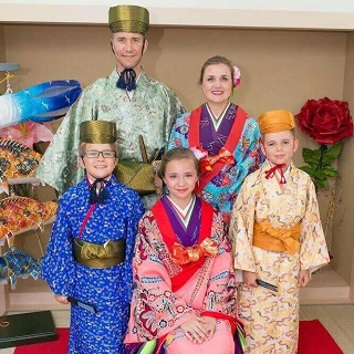 【Close to Asahibashi station!】Enjoy taking souvenir photo wearing Ryukyu costumes♪