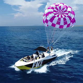 【Naha departure】Parasailing plan. Contemplate the Kerama Blue Sea landscape from the Sky ♪