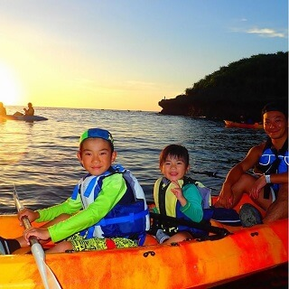 Sunset & Mangrove Kayak Tour. 1 child can experience for free♪ Easy access, held in the central area of Okinawa.【Family discount】