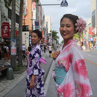 【 Walk in the city in Yukata ♪】Our shop is near Naminoue Shrine and Naha Kokusai Street!All included《Hair arrangement, point makeup, dressing& photoshoot》!