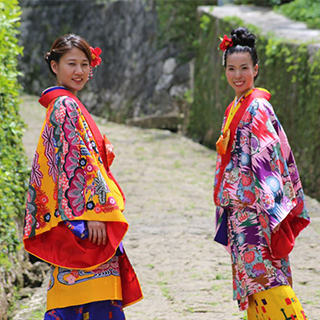 【OTS Special Offer】Walk around the city for 1 hour with Ryusou, Kimono or Yukata! Our shop is near Naha Kokusai Street!《Hair arrangement, point makeup & studio photoshoot included♪ 》