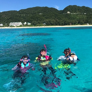【Naha departure by High-Speed Ferry】Tokashiku beach: Enjoy watching Sea turtles and Fishes in this Beach Snorkel Plan!