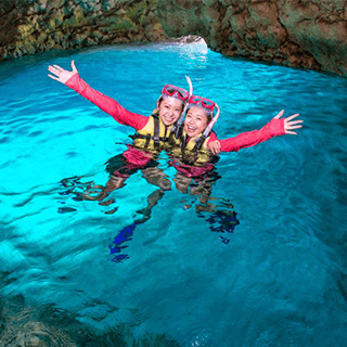 Blue Cave Snorkelling★Take a boat out to Okinawa ocean★Free fish feeding experience★