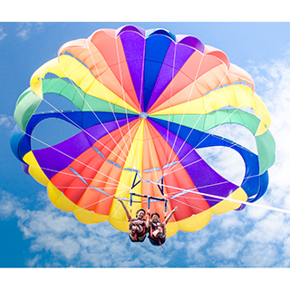 Enjoy the two special charms of Okinawa: beautiful Sky and Sea in Parasailing!