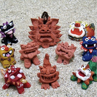Suyaki (unglazed) Shisa making experience  (+ painting experience). You can take it home!!