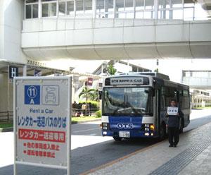 那霸機場國內線接駁巴士乘車口。