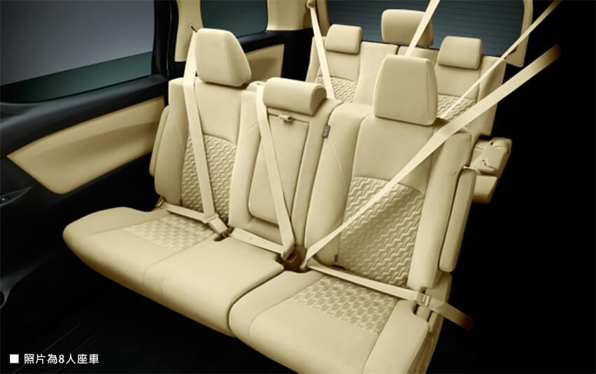 全座位配有ELR安全帶及頭枕
